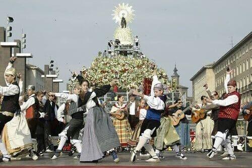 Праздник Вирхен де Пилар Испания