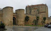 Главные ворота Альмокабар