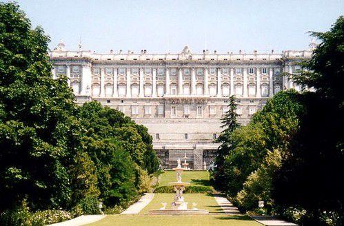 Западный фасад Королевского дворца Мадрида